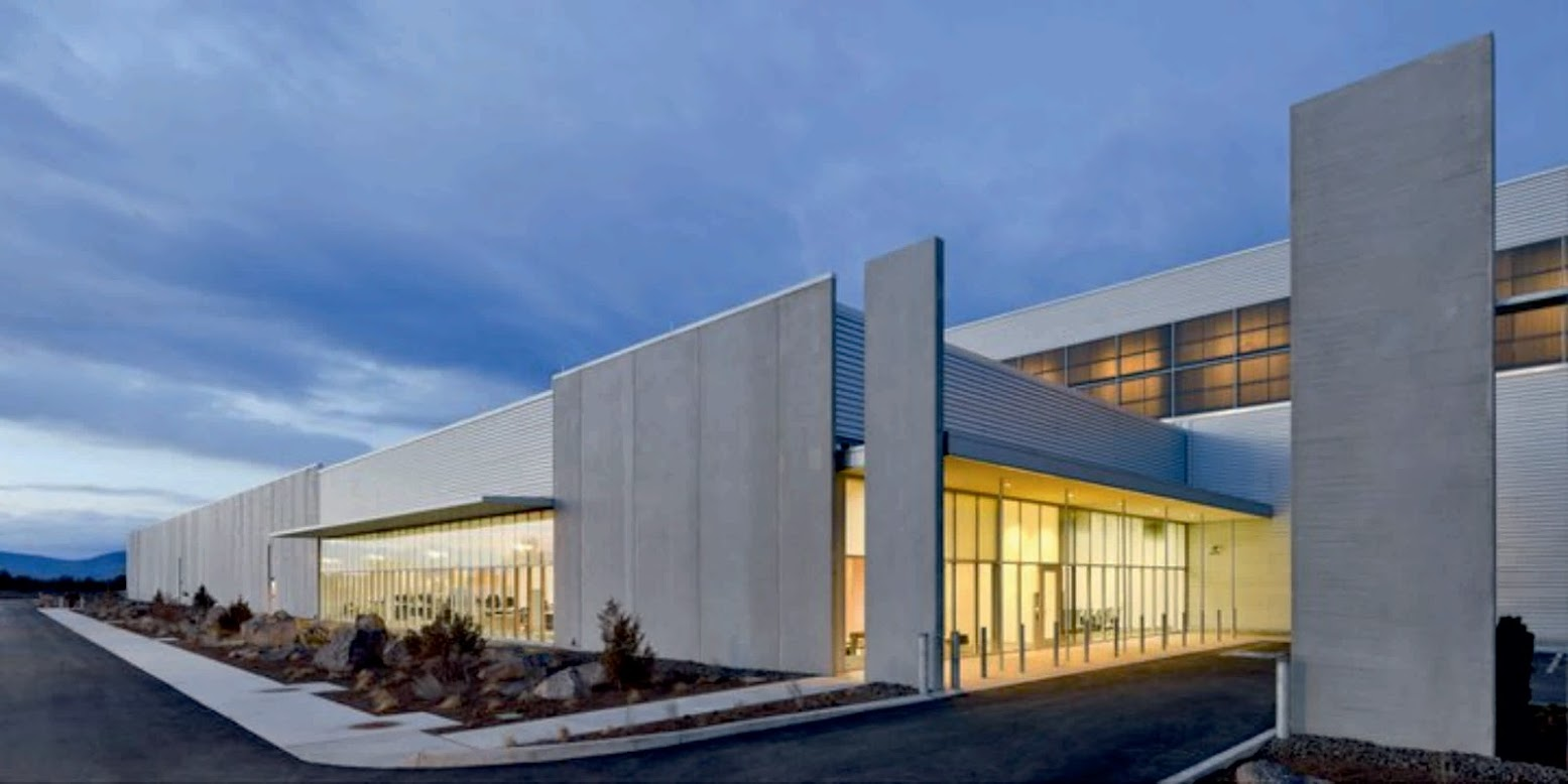 219 SE Knowledge St, Prineville, Oregon 97754, Stati Uniti d'America: [FACEBOOK DATA CENTER BY SHEEHAN PARTNERS]