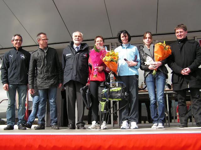 http://lh5.googleusercontent.com/-C9GPaoukxE4/T2IxUGReIxI/AAAAAAAAFZs/XJQ8-bJvTLI/s640/podium_femmes_10kms.JPG