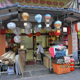 路上有不少賣天燈的店舖。