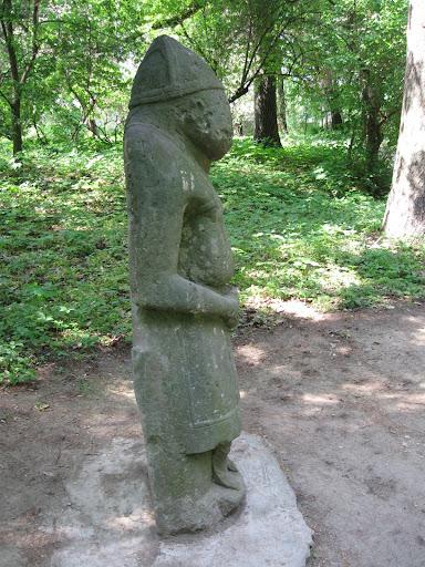 бабы скульптуры краснокутский дендропарк