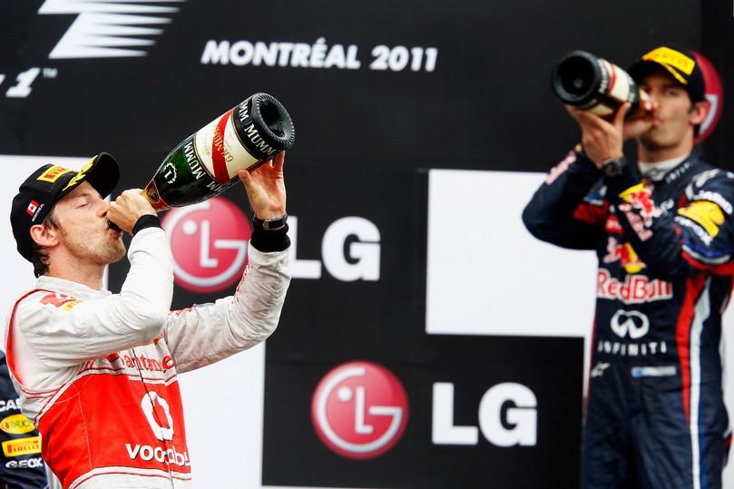 Дженсон Баттон и Марк Уэббер пьют шампанское победителей на подиуме Гран-при Канады 2011