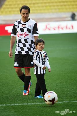 Фелипе Масса с сыном Фелипиньо на благотворительном футбольном матче перед Гран-при Монако 2014