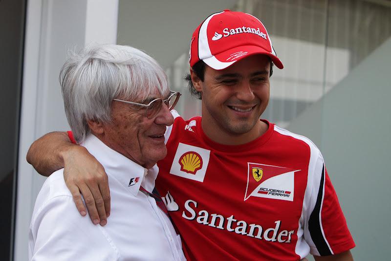 Берни Экклстоун и Фелипе Масса в обнимку на Гран-при Сингапура 2011