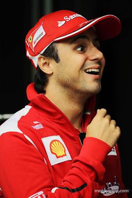 улыбающийся Фелипе Масса на Гран-при Китая 2012