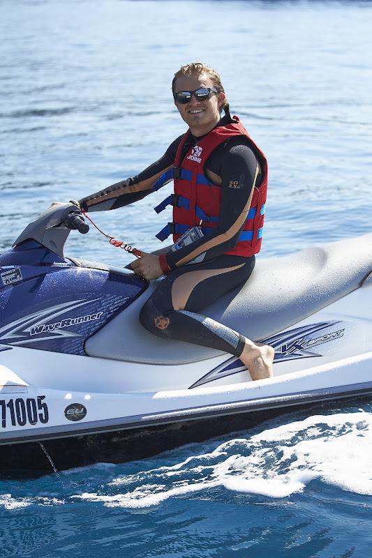 Нико Росберг катается на водном скутере на Гран-при Монако 2013