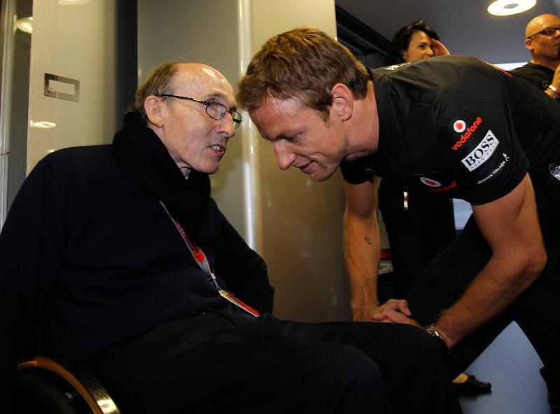 Фрэнк Уильямс поздравляет Дженсона Баттона с 200-ым Гран-при на Гран-при Венгрии 2011