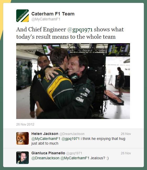 Виталий Петров и Джанлука Пизанелло обнимаются после прекрасного результата на Гран-при Бразилии 2012 - твиттер команды Caterham