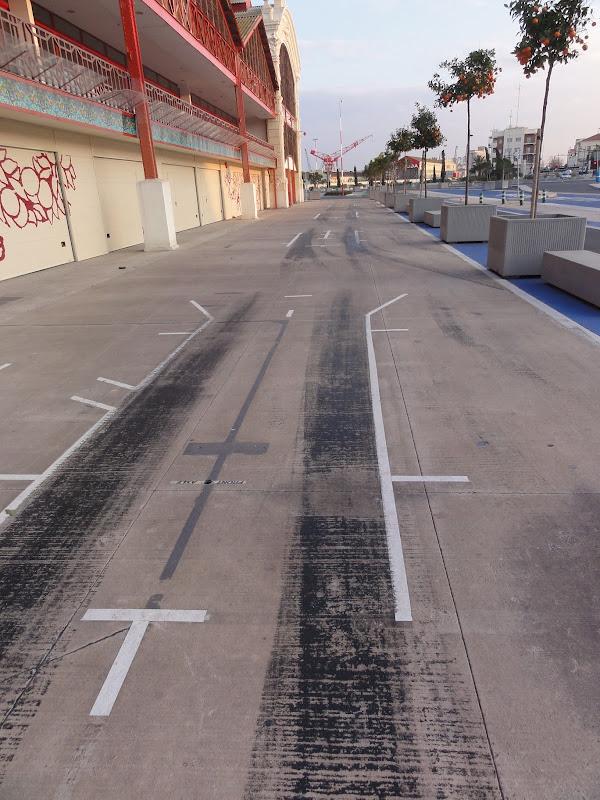 пит-лейн на городской трассе Формулы-1 в Валенсии зимой
