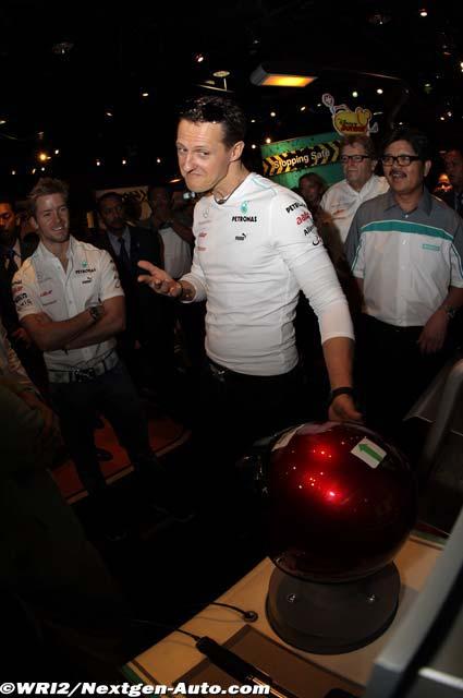 Михаэль Шумахер в развлекательном центре на Гран-при Малайзии 2012