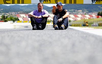 Мартин Брандл и Марк Уэббер на Гран-при Испании 2012