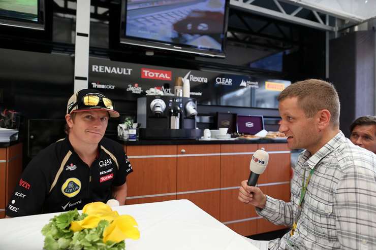 Кими Райкконен дает интервью на Гран-при Италии 2012