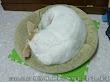 綿花糖能屈能伸,把自已捲的跟床形狀一樣勒,哈哈。