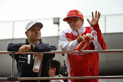 Вальтери Боттас и Кими Райкконен на парад пилотов Гран-при Китая 2014