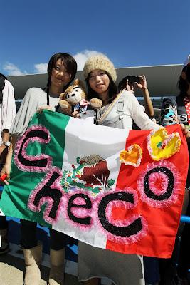 болельщицы Серхио Переса на Гран-при Японии 2012