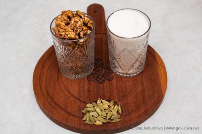 грецкие орехи, сахарный песок, кардамон