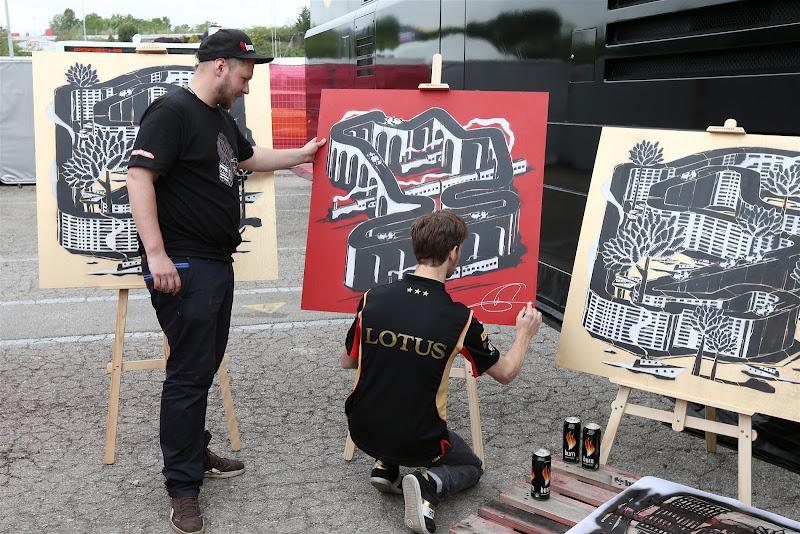 Ромэн Грожан и оригинальные рисунки схем трасс Формулы-1 на Гран-при Испании 2013