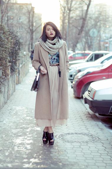 С чем носить пальто миди