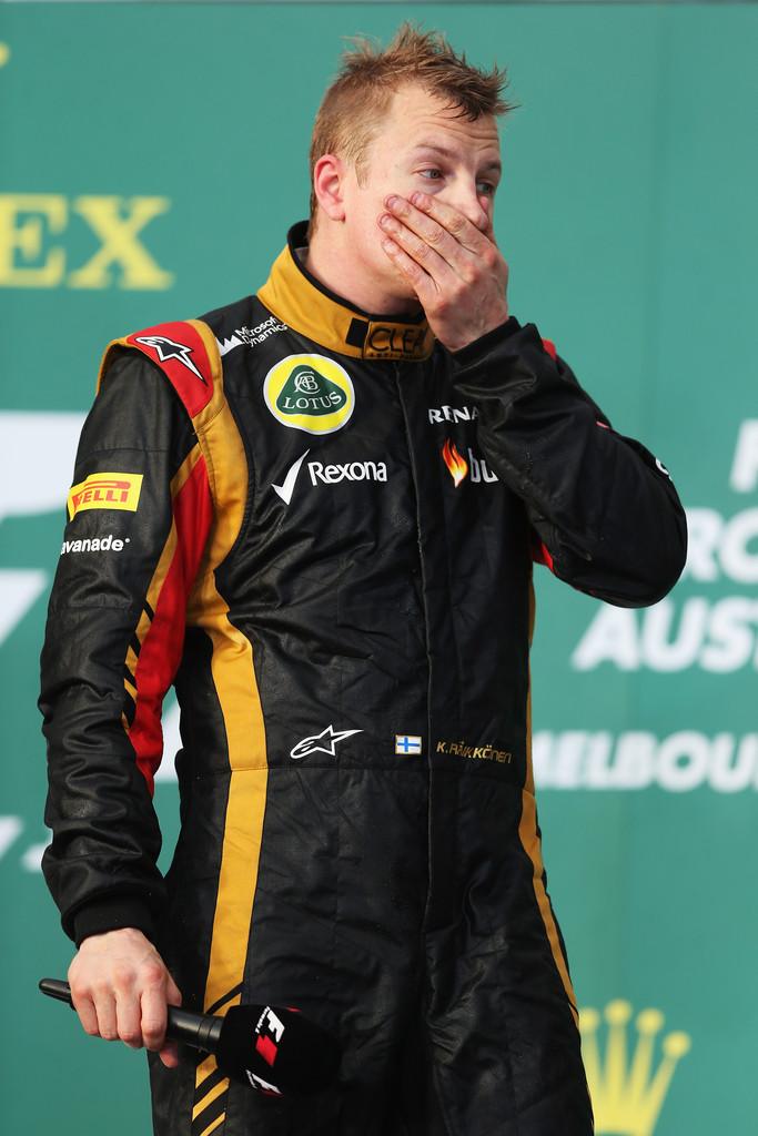 Кими Райкконен дает интервью на подиуме Гран-при Австралии 2013