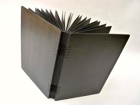canteiro-de-alfaces-sketchbook-folhas-pretas-encadernacao-tecida