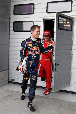 веселые Себастьян Феттель и Фелипе Масса покидают гараж FIA на Гран-при Китая 2012