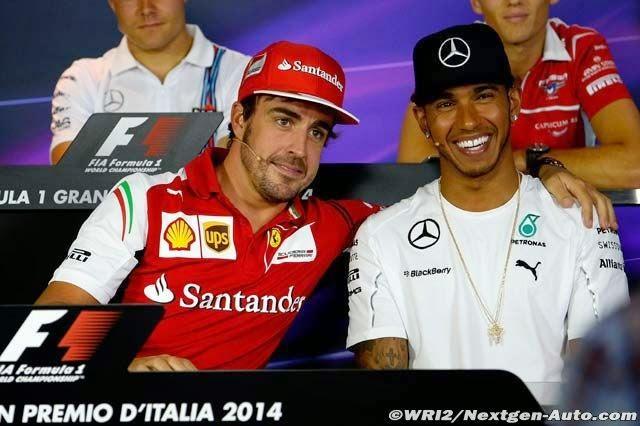 обнимашки Фернандо Алонсо и Льюис Хэмилтон на пресс-конференции в четверг на Гран-при Италии 2014