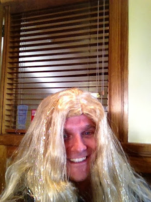 Хейкки Ковалайнен в парике