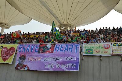 Храброе сердце - баннер болельщиков Фелипе Массы на Гран-при Китая 2013