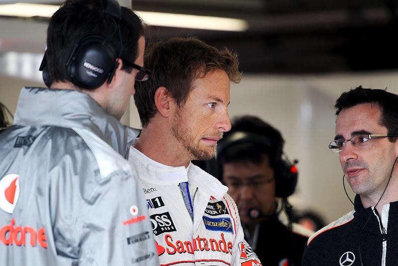 Дженсон Баттон со своими механиками на Гран-при Канады 2012