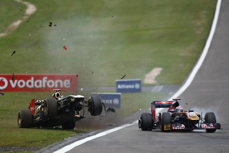 Ник Хайдфельд со сломанным антикрылом за пределами трассы на Гран-при Германии 2011