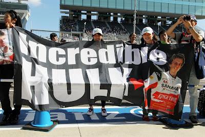Incredible Hulk - болельщики Нико Хюлькенберга на Гран-при Японии 2012
