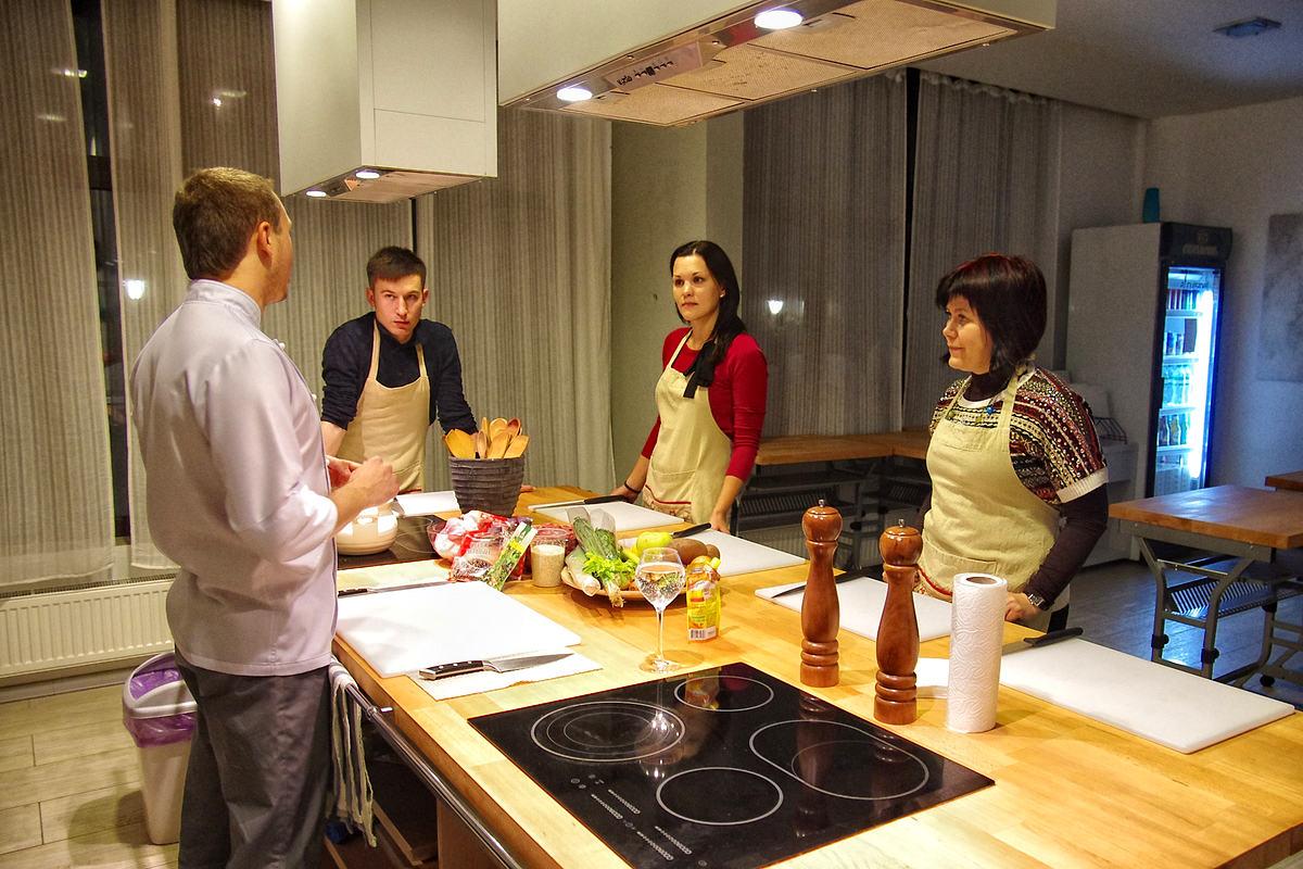 Наша тема - суп «Айнтопф», колбаски и три соуса к ним