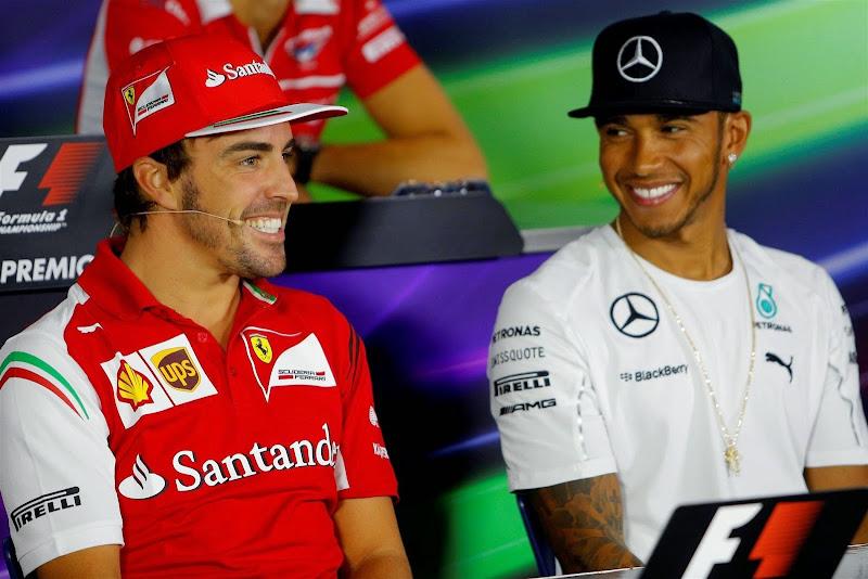 Фернандо Алонсо и Льюис Хэмилтон на пресс-конференции в четверг на Гран-при Италии 2014