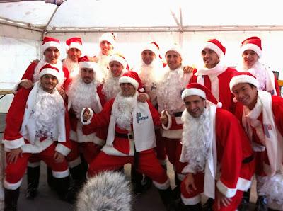 гонщики Ferrari в костюмах Санта-Клауса - декабрь 2013