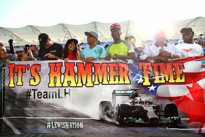 баннер болельщиков Льюиса Хэмилтона на Гран-при США 2014