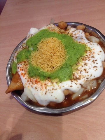 Channa chaat - spicy chickpeas with yoghurt and chutney