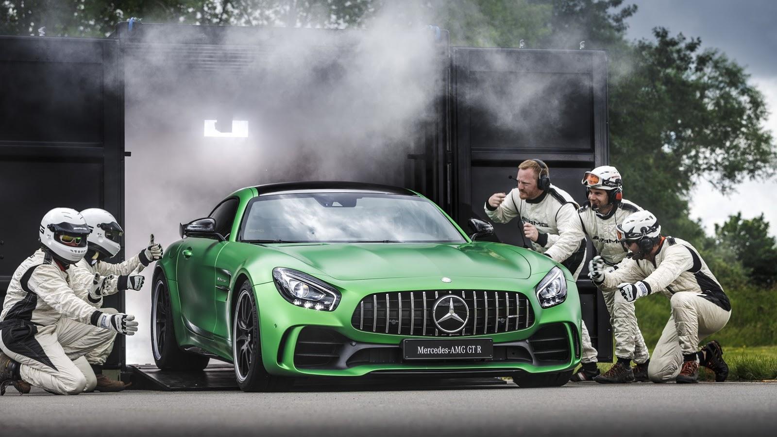 Mercedes AMG GT-R đã chính thức lộ diện