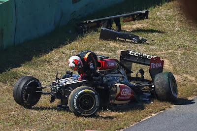 Кими Райкконен разбивает свой Lotus во время первой сессии свободных заездов на Гран-при Кореи 2013