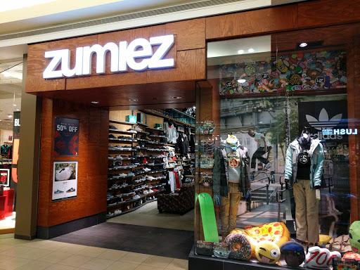Zumiez, 1485 Portage Ave, Winnipeg, MB R3G 0W4, Canada, Womens Clothing Store, state Manitoba