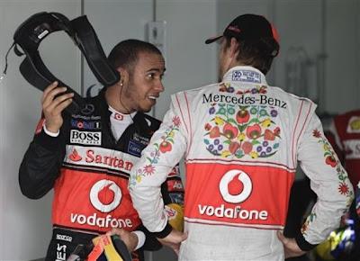Льюис Хэмилтон и Дженсон Баттон после квалификации на Гран-при Бразилии 2011