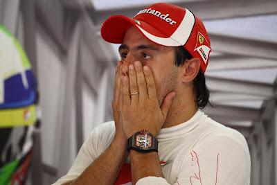 Фелипе Масса фэйспалмит двумя руками на Гран-при Италии 2011 в Монце