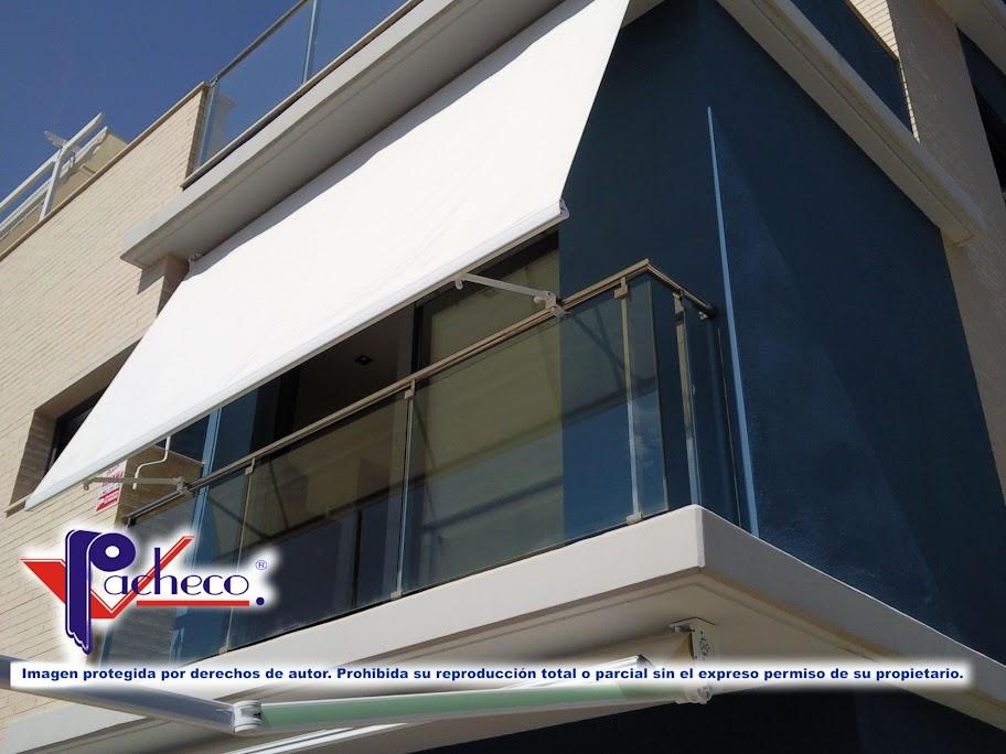 Modelos de toldos que se est n instalando actualmente en for Brazos para toldos balcon