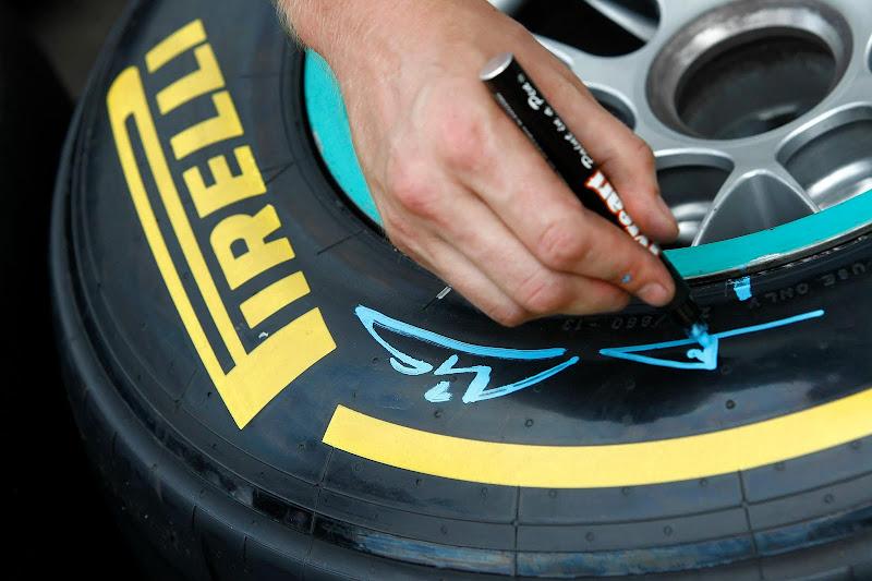 маркировка шин Pirelli Михаэля Шумахера на Гран-при Италии 2011