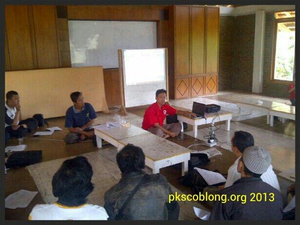 Ketua DPC PKS Coblong Eko Kurnianto sedang pimpin rapat kerja