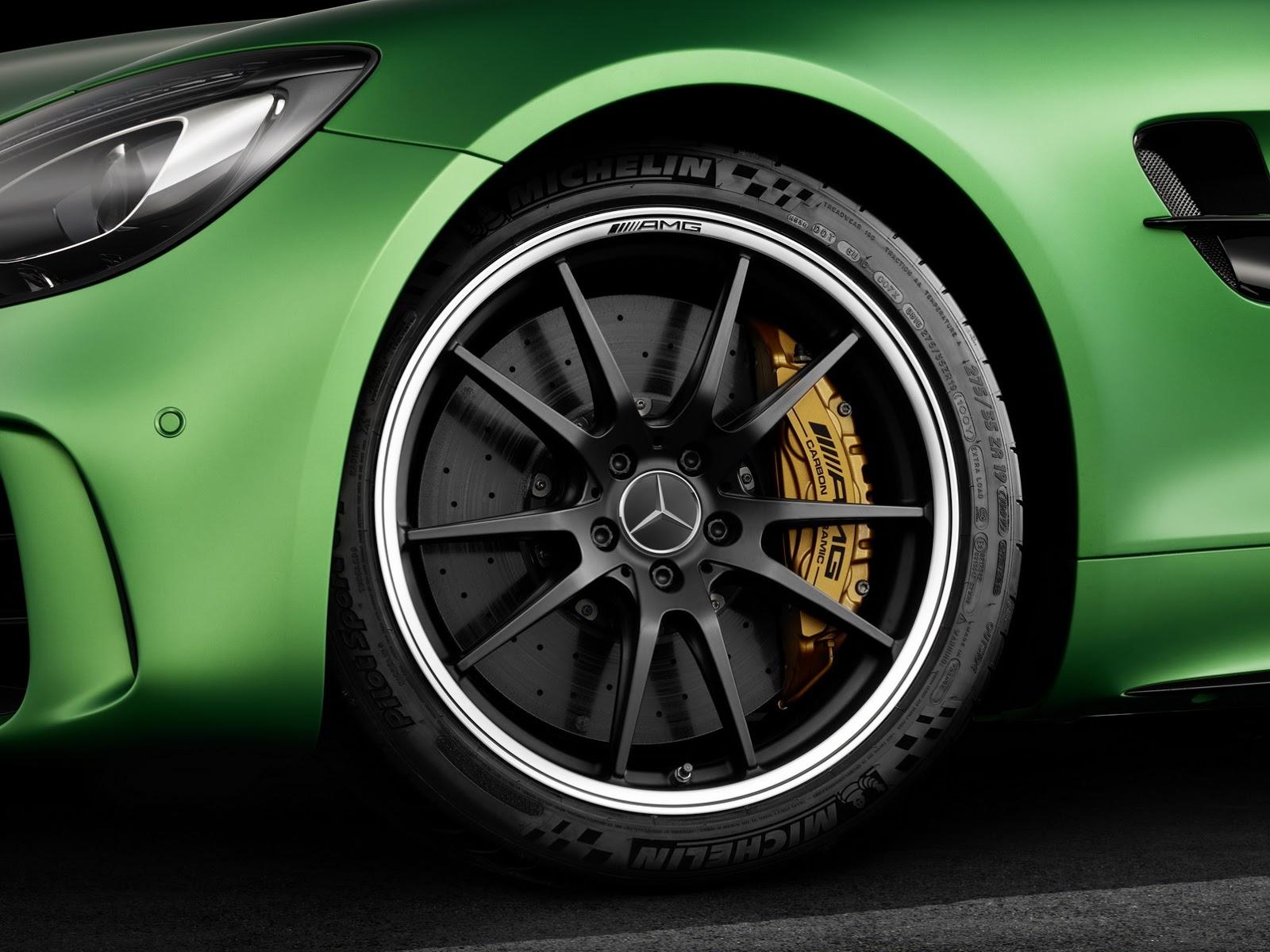 Mercedes AMG GT-R