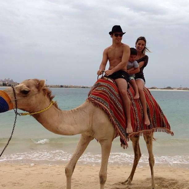 Фелипе Масса, Фелипиньо и Рафаэла на верблюде 26 апреля 2013