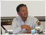 Bapak  H. Ahmad Hasani dari Badan Ketahanan Pangan dan Penyuluhan Kabupaten Paser memberikan saran dan masukan pada Kegiatan Pembahasan draft  kurikulum perubahan iklimdan REDD+