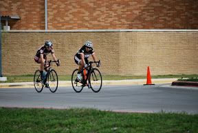 Working together to bridge to the leaders - TSU Race - Crit - Mar 2012 - By TJ Nguyen
