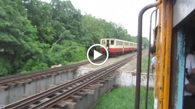 Video of a daring passenger changing trains mid station!