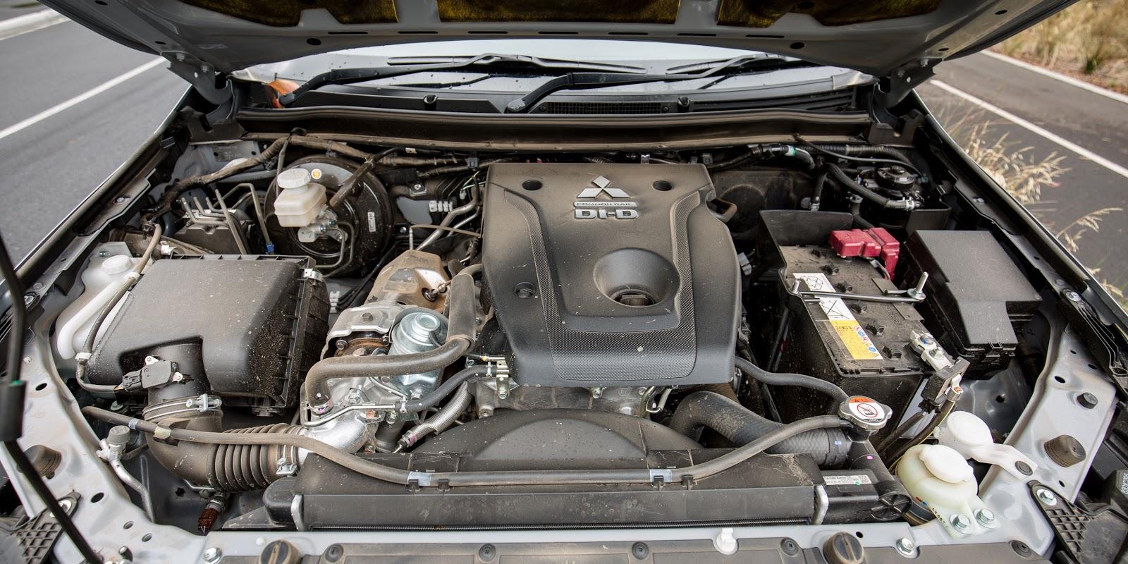 Động cơ V4, tiết kiệm nhiên liệu và mạnh mẽ, chạy Diesel nhưng rất êm