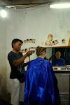 czy to prawdziwy fryzjer, czy tylko pospolity golibroda?